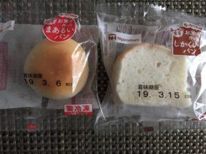 お米で作ったまあるいパンとしかくいパン